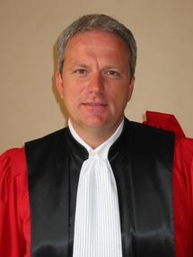 Selon le Prof. Hervé CROZE, les Facultés de droit doivent sortir des Universités !