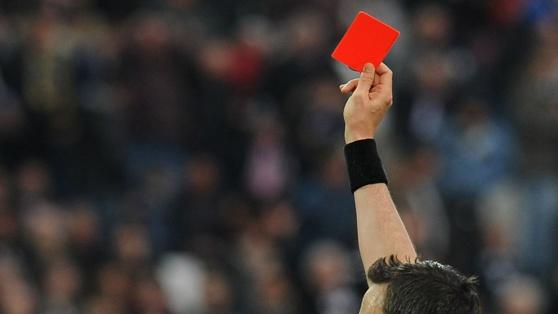 """Carton rouge pour Michel PLATINI : 8 ans de suspension du monde du football pour un paiement """"déloyal"""""""