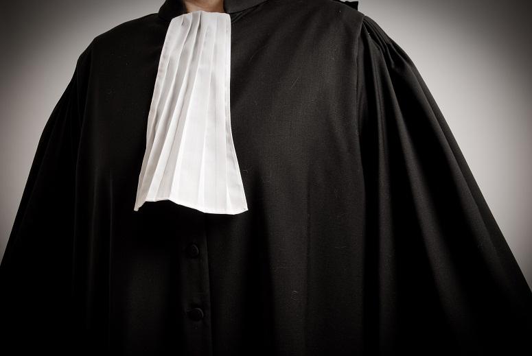 Pour passer le CAPA il faut avoir accompli un stage de 6 mois auprès d'un avocat et savoir garder son sang-froid... juridique et judiciaire !