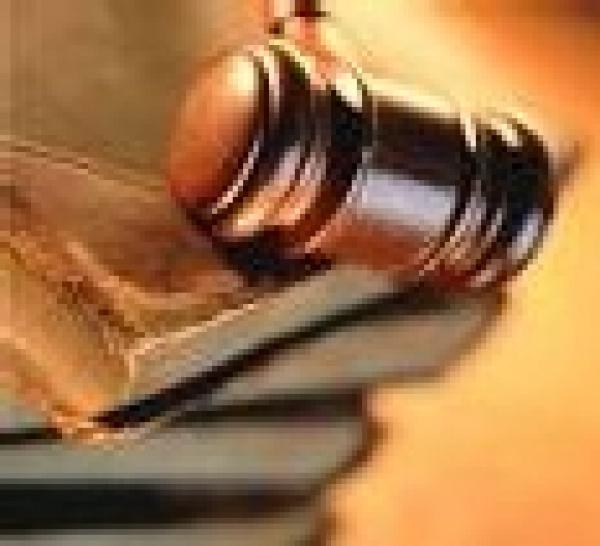 Responsabilité des banques. Deux arrêts de cassation, de Chambre mixte, confirment l'obligation de mise en garde des banquiers, en matière d'octroi de crédit. Les banques appelées à changer leur méthode de travail (Cass. Ch. mixte, 29 juin 2007).